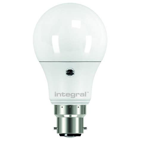 integral led 6 5watt bc auto sensor classic gls 2700k