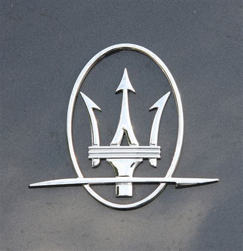 maserati logo maserati logo images world of cars