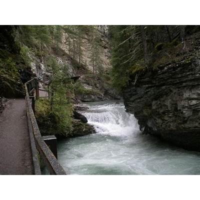 Johnston Canyon (Banff National Park Alberta) on