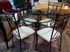 Table Verre Et Fer Forgé : table ronde en verre et fer forge 4 chaises fer forge tissu blanc la trocante d posez et ~ Teatrodelosmanantiales.com Idées de Décoration