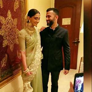 Sonam Kapoor's profile picture with Anand Ahuja screams