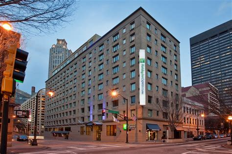 book holiday inn express  suites atlanta downtown