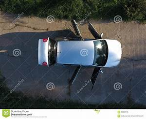 Voiture Vu De Haut : nouvelle vue de voiture d 39 en haut image stock image du herbe argent 85383415 ~ Medecine-chirurgie-esthetiques.com Avis de Voitures