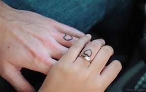 Finger Tattoo Herz : 59 small heart tattoos on finger ~ Frokenaadalensverden.com Haus und Dekorationen