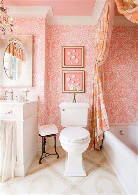 tiny  chic  easy ideas  small bathrooms