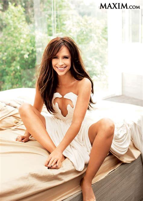foto de Jennifer Love Hewitt strips to lingerie for Maxim April 2012