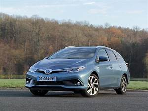 Consommation Auris Hybride : fiche technique toyota auris ii 2 touring sports 1 8 hybride 136 design business cvt auto 2016 ~ Gottalentnigeria.com Avis de Voitures