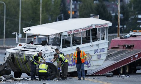 Duck Boat Boston Accident by Seattle Duck Boats To Suspend Operations Pending