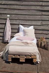 Lit D Extérieur : meuble de jardin en palette de bois c t maison ~ Teatrodelosmanantiales.com Idées de Décoration