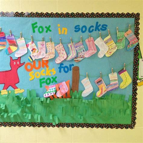 best 25 dr seuss bulletin board ideas on dr 391 | 7530c4576dba496fd7040eb34617828d bulletin board display sock crafts