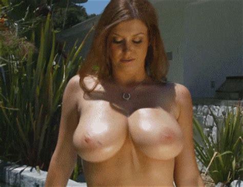 rukami-tryaset-siski-video-molodie-erotika