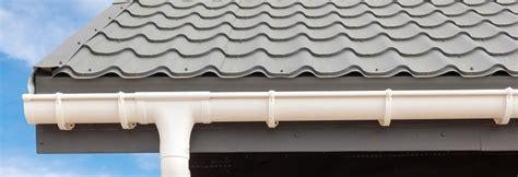 zink dachrinne preise wei 223 e dachrinne auf grauem dach