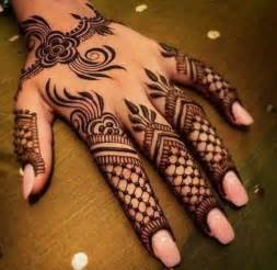 Latest Simple Mehndi Designs For Hands | Dark Brown Hairs