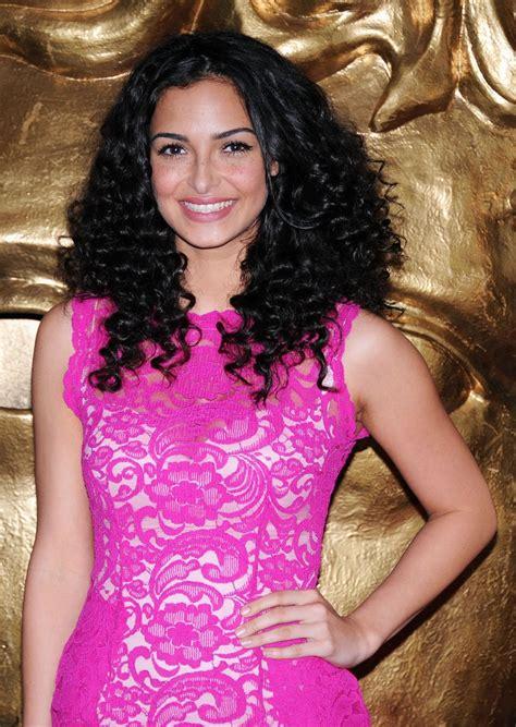 anna shaffer long curls long curls lookbook stylebistro