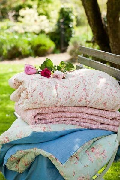 shabby chic picnic blanket 226 best images about i love iron beds and quilts on pinterest