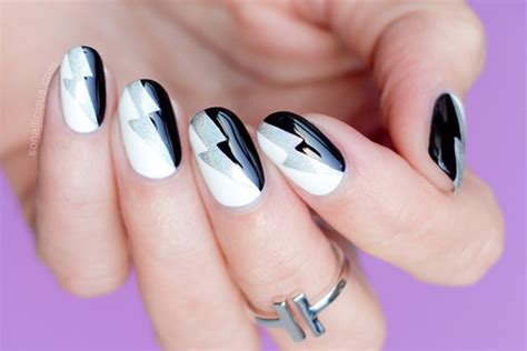 Nail Art Tutorial : Graphic Black And White Nail Art