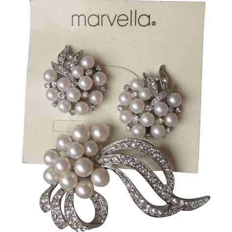 Pretty Marvella Rhinestone Faux Pearl Pin Earrings Set