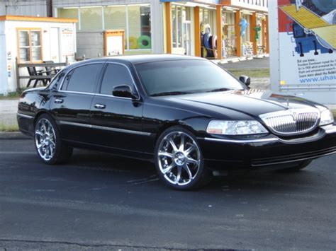 sugewhite  lincoln town car specs