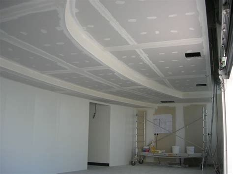plafond plaque de platre sur ossature metallique poser un faux plafond en plaques de pl tre