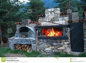 le four de bbq a fait le de de la pierre dans la cour With barbecue en pierre fait maison