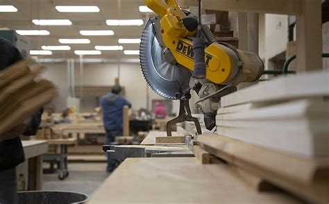 Ekonomists: Latvijas ražotāji arvien vairāk izjūt globālās ekonomikas bremzēšanos : building.lv ...