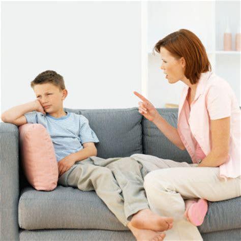 schiaffi sul sedere sgridate e schiaffi ai piccoli sono pericolosi go mamma