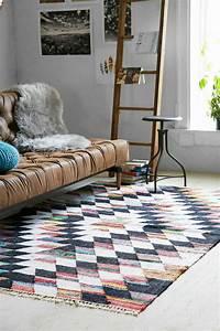 Savourer la beaute de tapis berbere en 44 photos for Tapis moderne avec canapé bretz pas cher