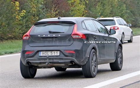 mule shows  volvos  xc compact suv