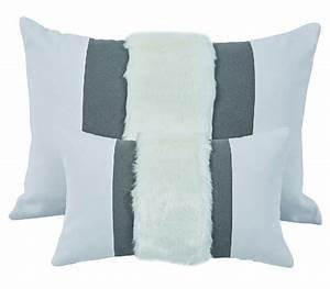 Coussin Fourrure Blanc : coussin murmure recto verso gris fourrure bande verticale blanc 45x30 d coration ~ Teatrodelosmanantiales.com Idées de Décoration