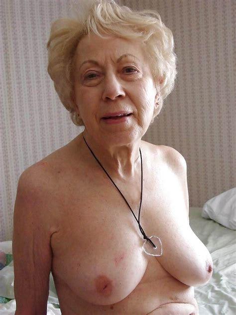Amateur Grannies Showing Off Their Big Boobs Pichunter