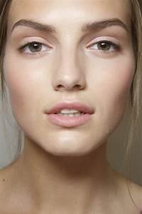 Maquillage Pour Yeux Marron : no make up look avec un maquillage discret ~ Carolinahurricanesstore.com Idées de Décoration