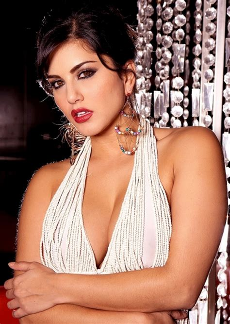 Sunny Leone Latest Hot Cleavage Photos  Indian Actress