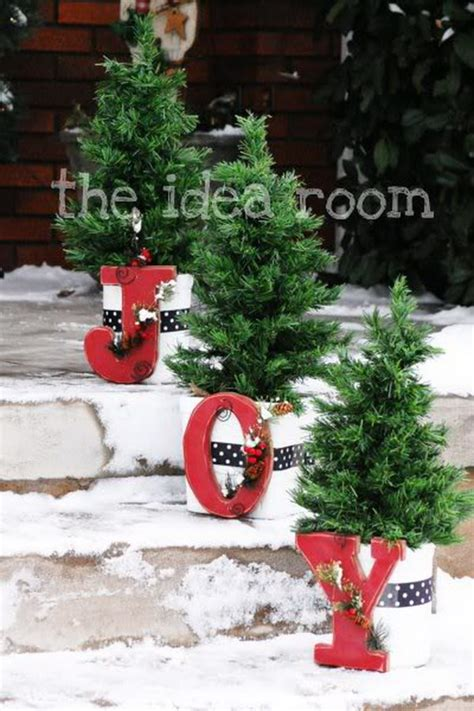 outdoor christmas trees decorations 20 most beautiful outdoor decoration ideas for christmas 1079