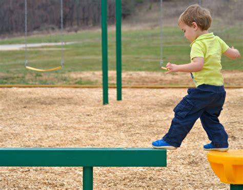 10 toddler balance milestones that predict future quality 457 | toddler balance 750x588