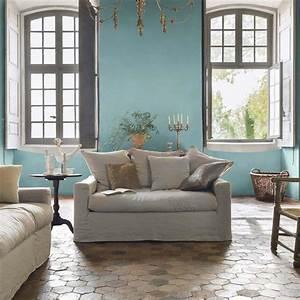 murs bleu pastel et tomettes au sol pour un salon With tendance couleur peinture salon 10 bleu deco peinture bleue bleu ciel bleu turquoise