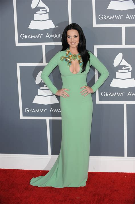 Katy Perry posing for pictures on the 2013 GRAMMYs red ...