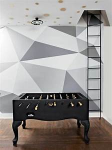 emejing papier peint geometrique triangles noir et blanc With tapis champ de fleurs avec canapé gris et blanc