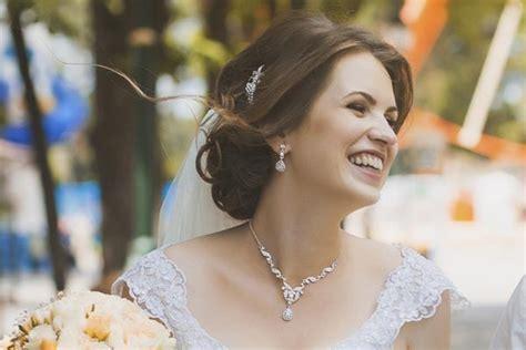 10 Beautiful Wedding Updos with Veil