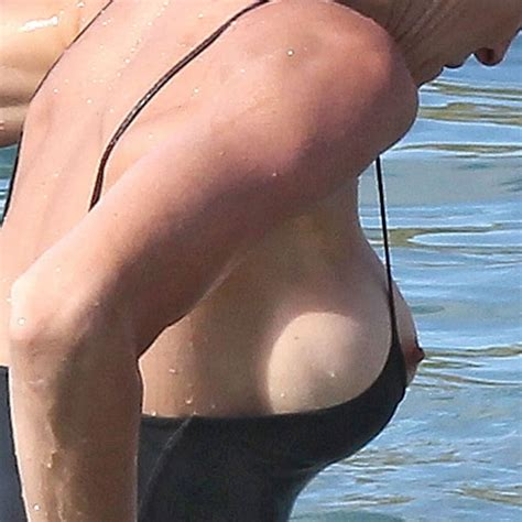 Stephanie Seymour Nipple On The Beach Of The Day