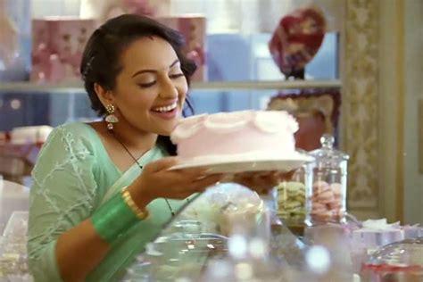 Movies Blog Sonakshi Sinha Hot In Dabangg 2 Wallpaper