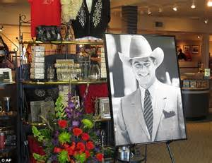 Larry Hagman's ashes to be scattered at Southfork....as ...