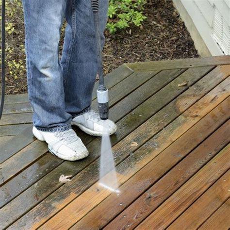 clean mold  mildew  wood decks cleaning