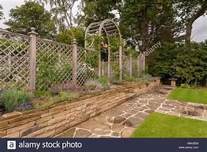 Pflanzen Auf Stein : armillary sphere garden stockfotos armillary sphere garden bilder alamy ~ Frokenaadalensverden.com Haus und Dekorationen