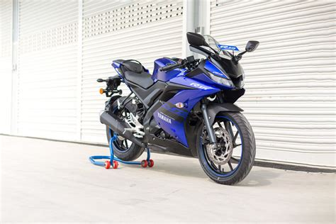Yamaha R15 V3 by Yamaha R15 V3 Price Mileage Images Colours Reviews