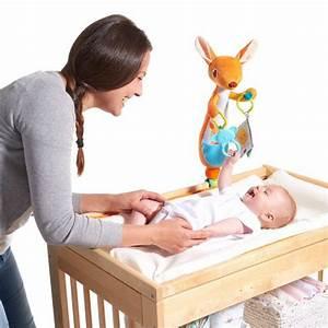 Table Eveil Bebe : jouet d 39 veil b b pour table langer kangourou kangy de tiny love sur allob b ~ Teatrodelosmanantiales.com Idées de Décoration