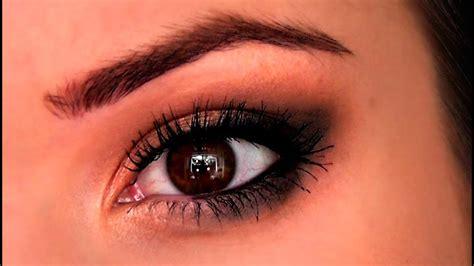 Beginners Eye Makeup Tutorial | TheMakeupChair - YouTube
