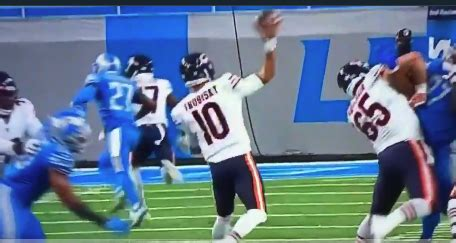 Mitchell Trubisky throws embarrassingly-bad pass on fourth ...
