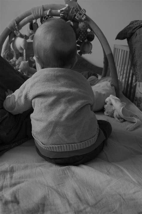 quand bebe se tient assis 28 images comment s assoit