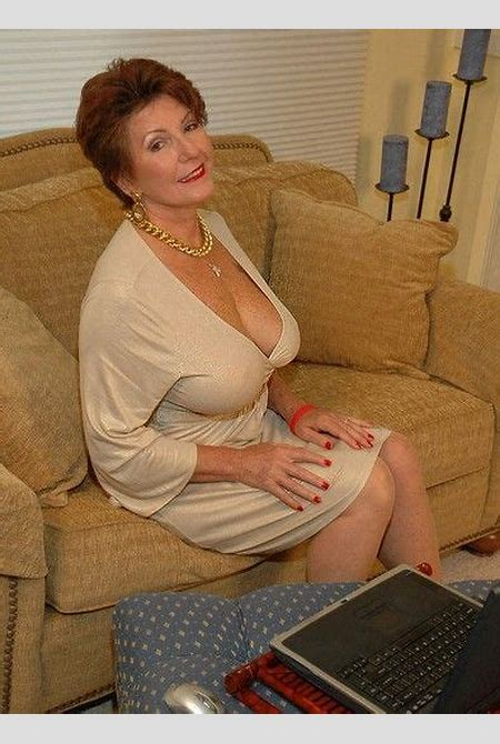 Busty mature Bea Cummin's cleavage | Beautiful Women ...