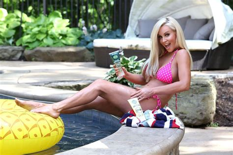 Jenny McCarthy The Fappening Sexy Bikini At A Pool The